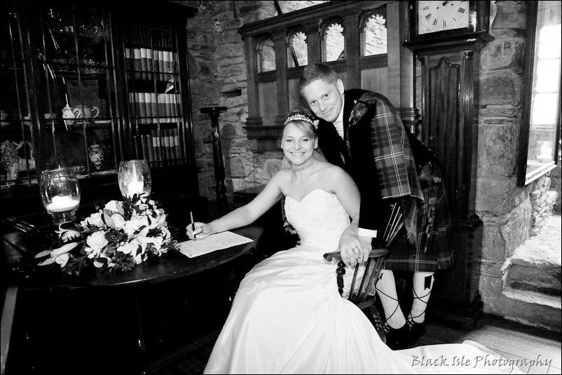 Wedding photograph Eilean Donan Castle-22