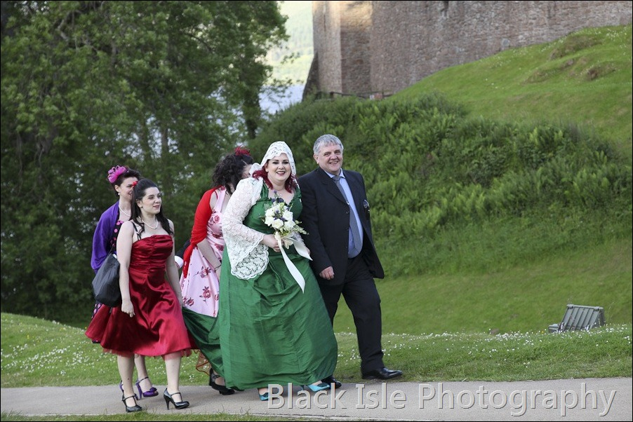 Wedding photographs at Urguhart Castle-12