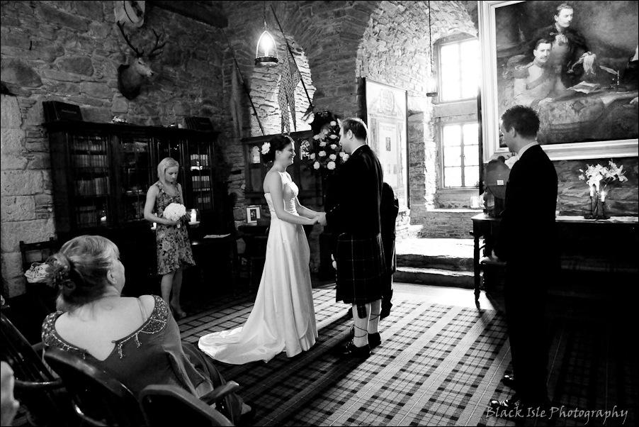 Wedding photography ar Eilean Donan Castle, Highlands, Scotland-10