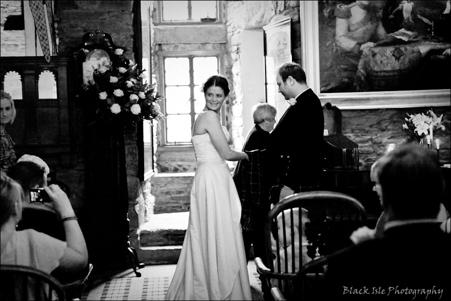 Wedding photography ar Eilean Donan Castle, Highlands, Scotland-11