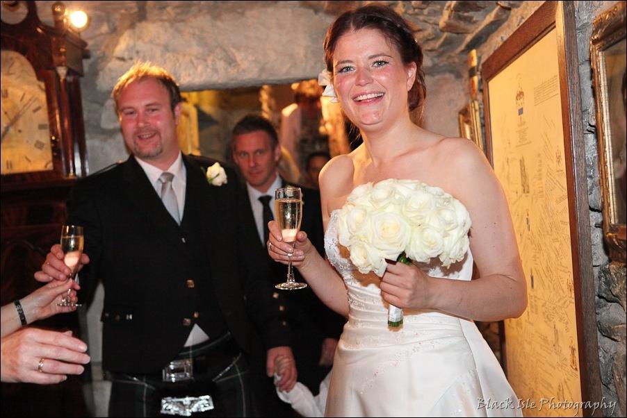 Wedding photography ar Eilean Donan Castle, Highlands, Scotland-12