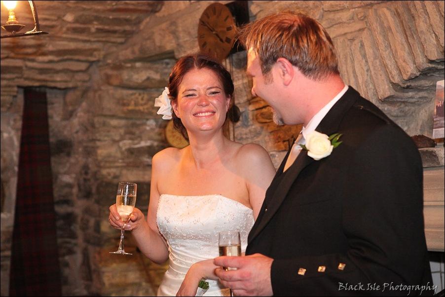 Wedding photography ar Eilean Donan Castle, Highlands, Scotland-13