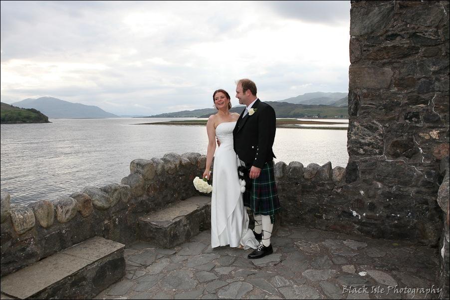 Wedding photography ar Eilean Donan Castle, Highlands, Scotland-14