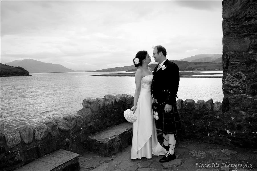 Wedding photography ar Eilean Donan Castle, Highlands, Scotland-16