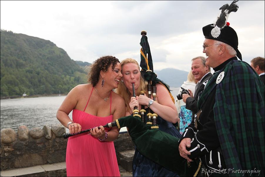 Wedding photography ar Eilean Donan Castle, Highlands, Scotland-17