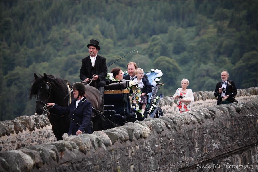 Wedding photography ar Eilean Donan Castle, Highlands, Scotland-20