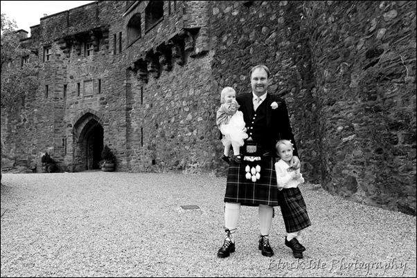 Wedding photography ar Eilean Donan Castle, Highlands, Scotland-2