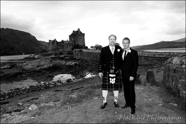 Wedding photography ar Eilean Donan Castle, Highlands, Scotland-3