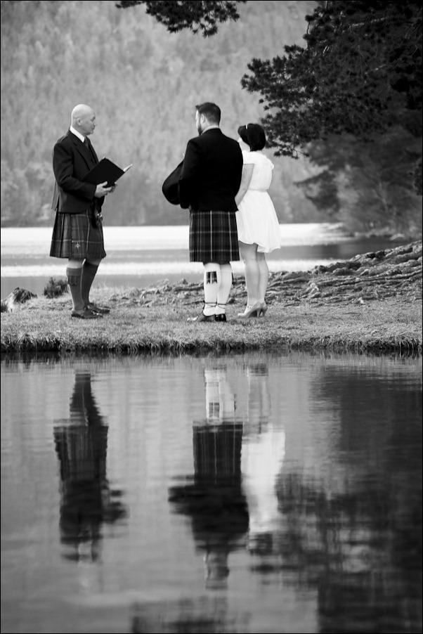 Wedding photograph at Loch an Eilean, Rothiemurchus, Aviemore-2528