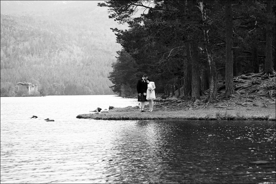 Wedding photograph at Loch an Eilean, Rothiemurchus, Aviemore-2541-2