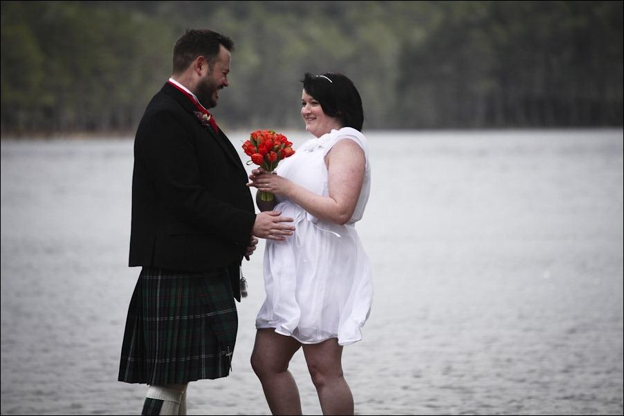 Wedding photograph at Loch an Eilean, Rothiemurchus, Aviemore-2552