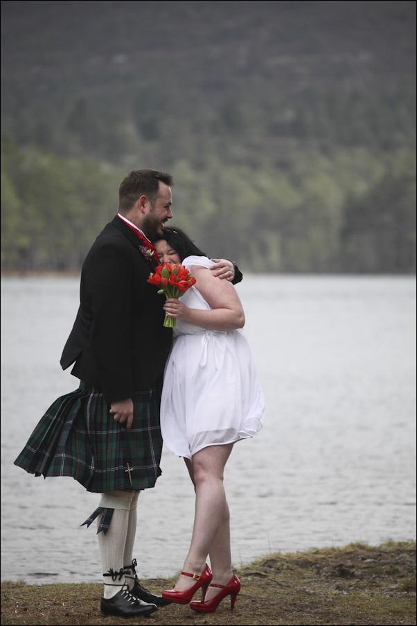 Wedding photograph at Loch an Eilean, Rothiemurchus, Aviemore-2555