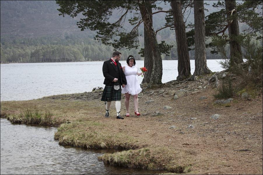 Wedding photograph at Loch an Eilean, Rothiemurchus, Aviemore-2558