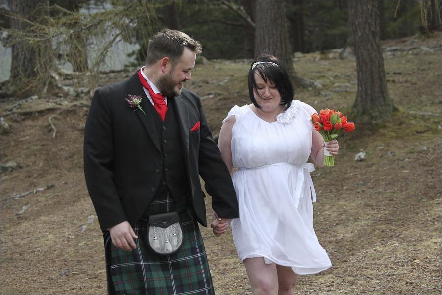 Wedding photograph at Loch an Eilean, Rothiemurchus, Aviemore-2565