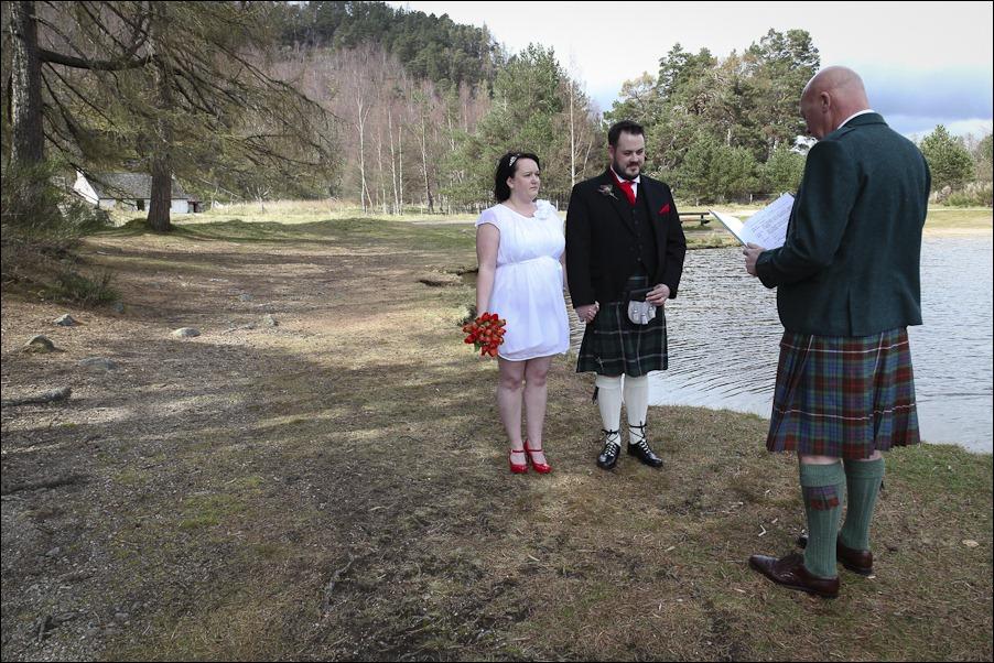 Wedding photograph at Loch an Eilean, Rothiemurchus, Aviemore-4057