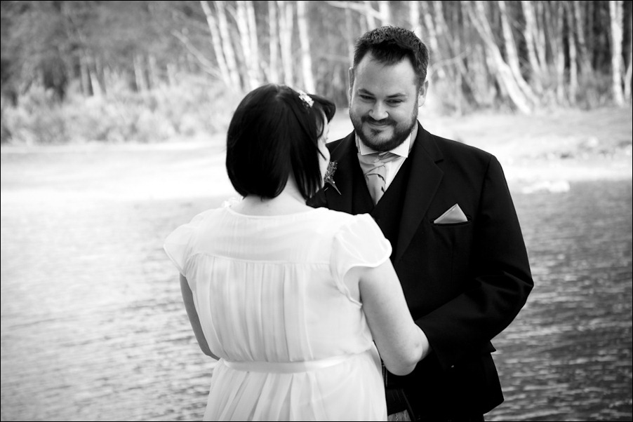 Wedding photograph at Loch an Eilean, Rothiemurchus, Aviemore-4064-2