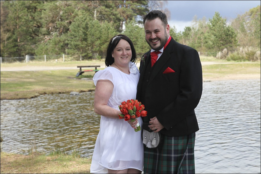 Wedding photograph at Loch an Eilean, Rothiemurchus, Aviemore-4077