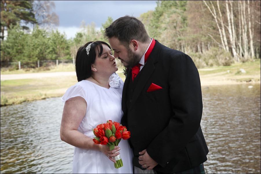 Wedding photograph at Loch an Eilean, Rothiemurchus, Aviemore-4079