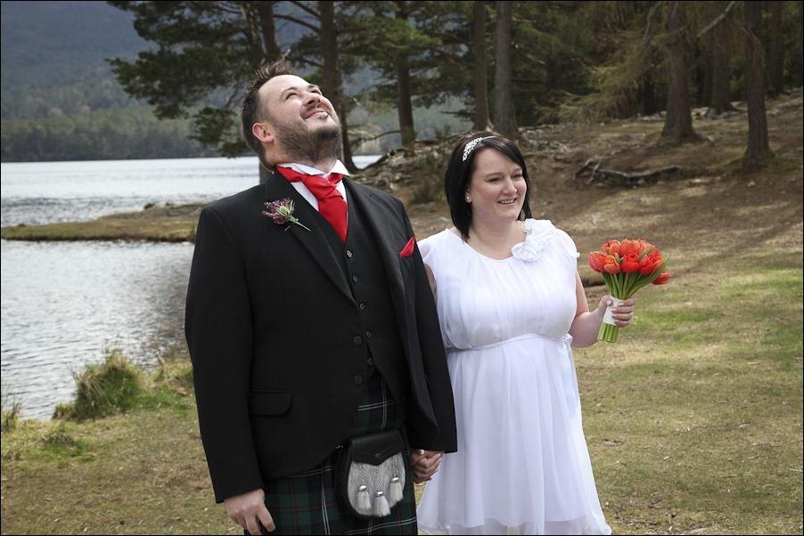 Wedding photograph at Loch an Eilean, Rothiemurchus, Aviemore-4085