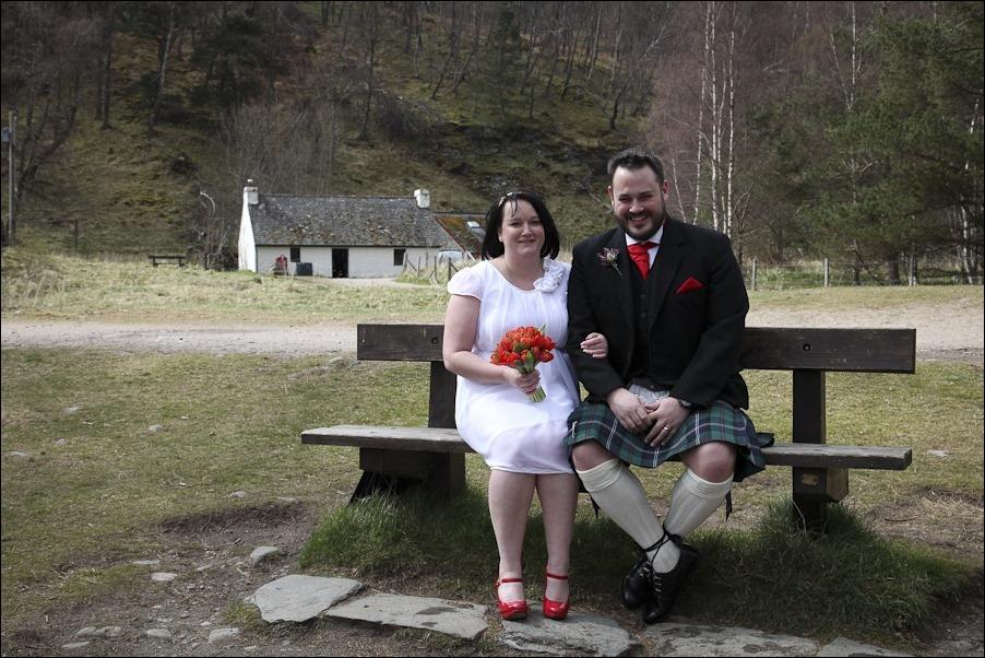 Wedding photograph at Loch an Eilean, Rothiemurchus, Aviemore-4103