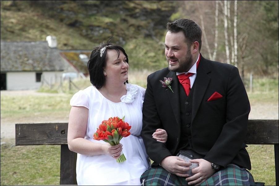 Wedding photograph at Loch an Eilean, Rothiemurchus, Aviemore-4106