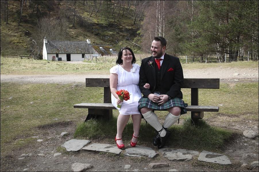 Wedding photograph at Loch an Eilean, Rothiemurchus, Aviemore-4109