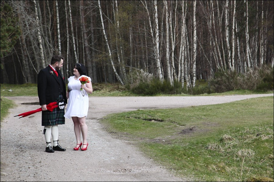 Wedding photograph at Loch an Eilean, Rothiemurchus, Aviemore-4115