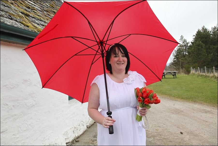 Wedding photograph at Loch an Eilean, Rothiemurchus, Aviemore-4147