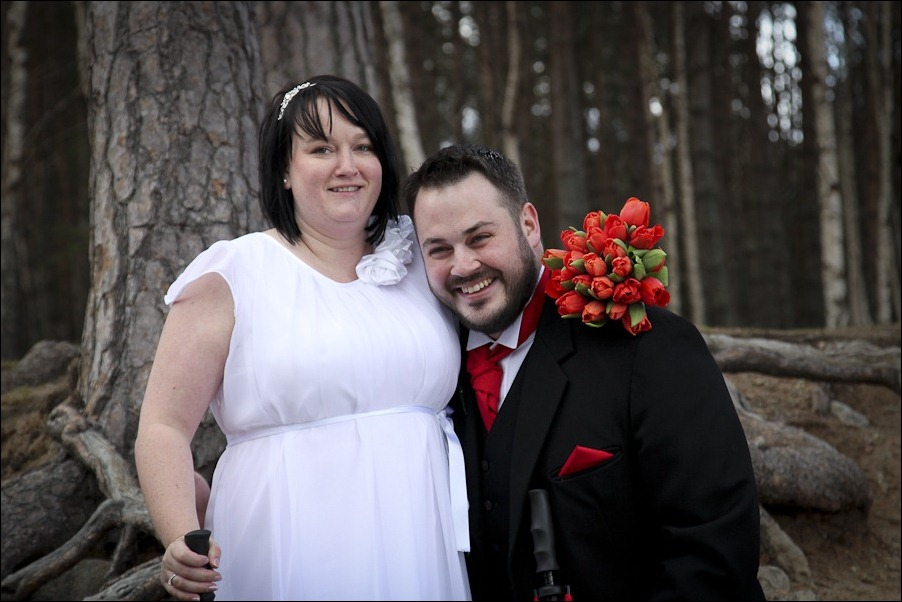 Wedding photograph at Loch an Eilean, Rothiemurchus, Aviemore-4195