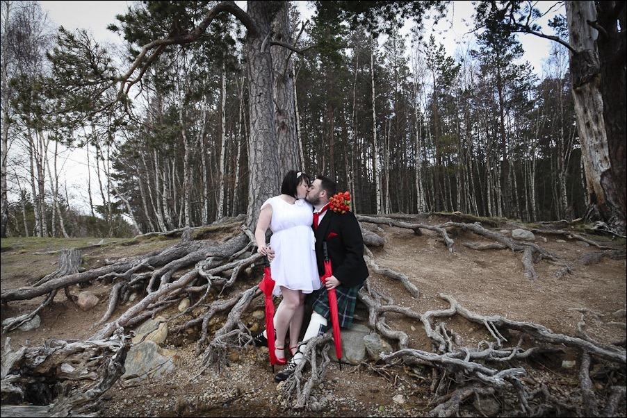 Wedding photograph at Loch an Eilean, Rothiemurchus, Aviemore-4197