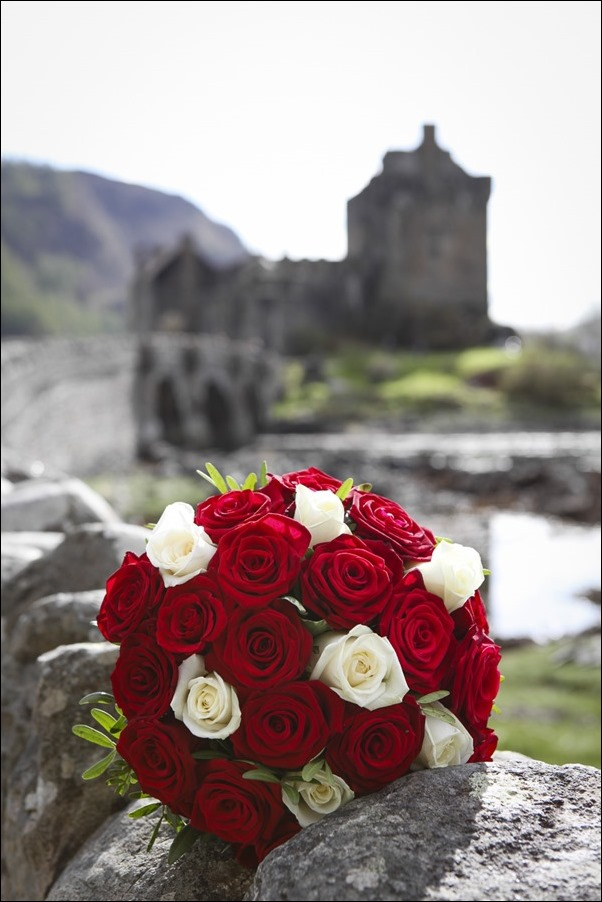 wedding photographs of Eilean Donan Castle -4934
