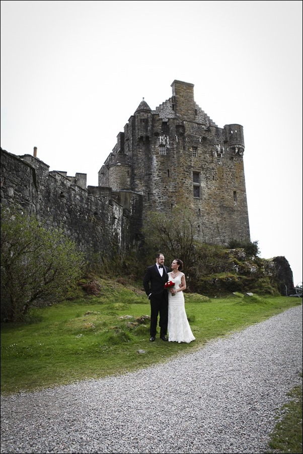 wedding photographs of Eilean Donan Castle -5017