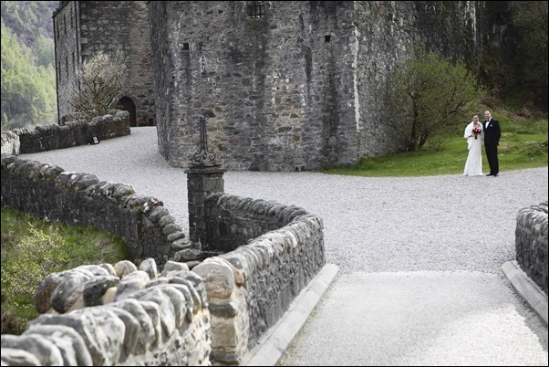 wedding photographs of Eilean Donan Castle -5060
