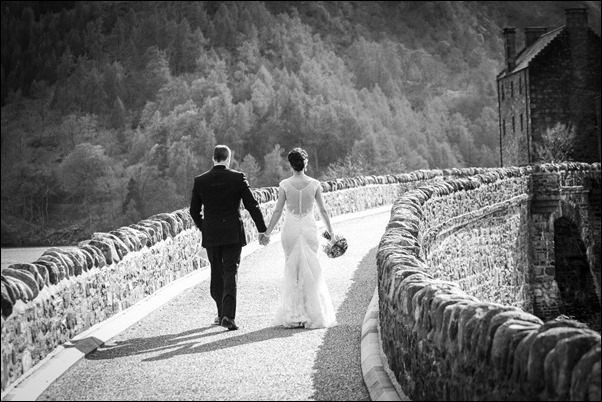 wedding photographs of Eilean Donan Castle -9723-2