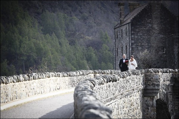 wedding photographs of Eilean Donan Castle -9765