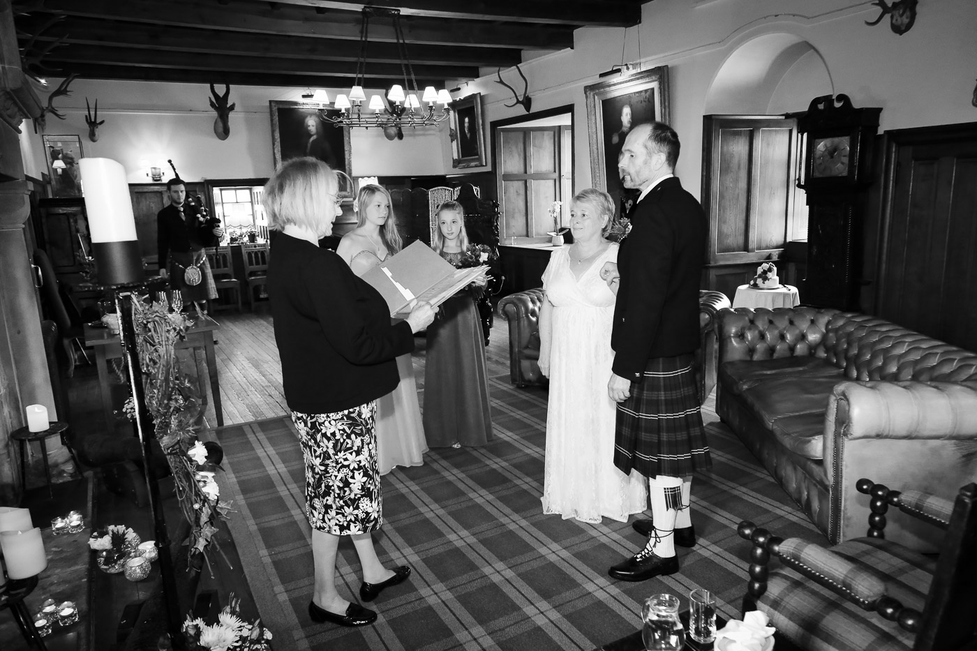wedding-photography-at-barcaldine-castle-argyll-2864-2