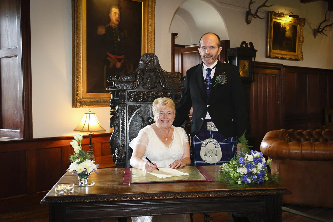 wedding-photography-at-barcaldine-castle-argyll-2911