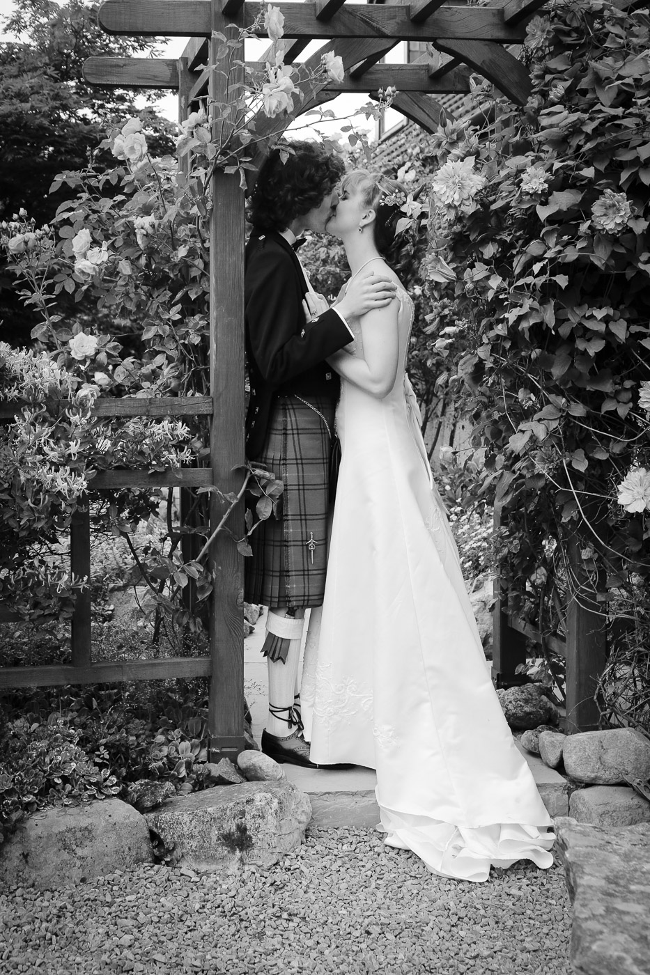 wedding-photography-at-roskeen-church-alness-2524